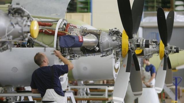 Zusammenbau einer PC-21 in Stans/NW