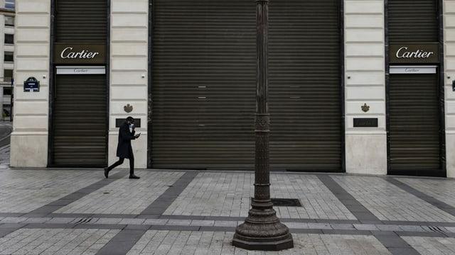 Geschlossener Cartier-Laden auf den Champs-Elysées.