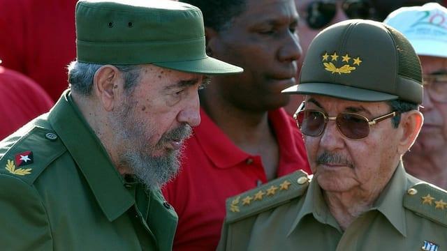 Fidel und Raul Castro.