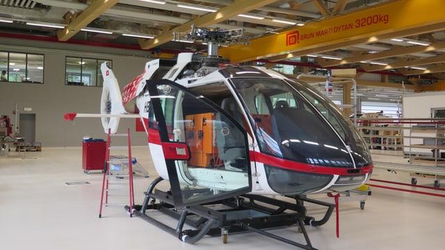 Helikopter in der Halle