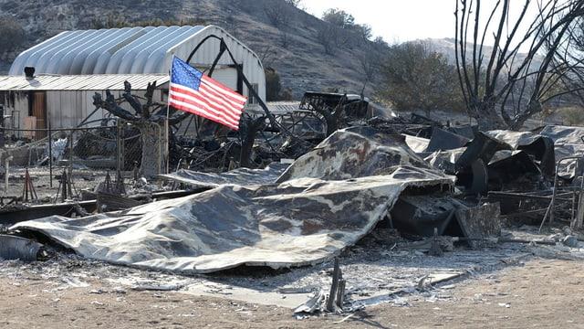 Bajetg dal tuttafatg destruì a South Lake en la California.