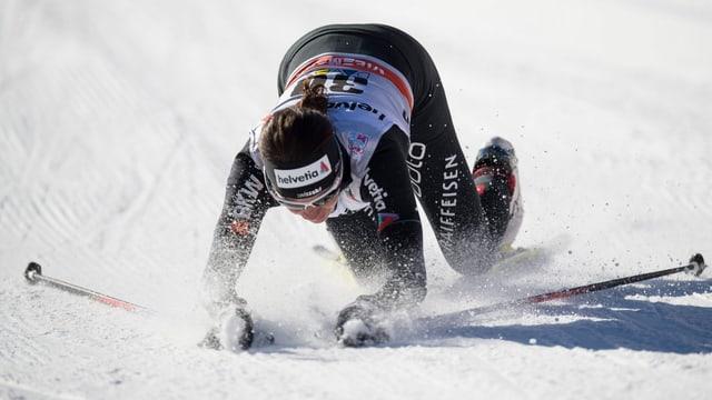 Nathalie von Siebenthal fällt zu Boden.