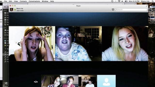 Ein Computerscreen, auf dem sechs Skype-Fenster geöffnet sind.