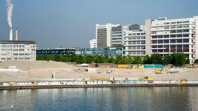 Ansicht der Brache, wo kürzlich der Hafen St.Johann noch in Betrieb war.