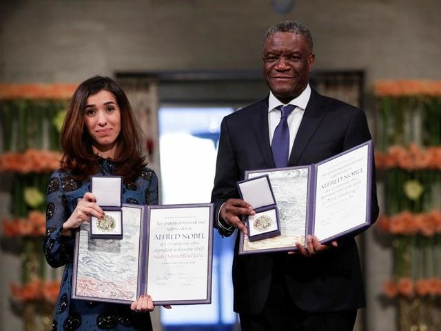 Denis Mukwege und Nadia Murad mit ihrer Auszeichnung.