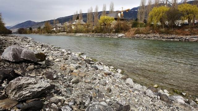 Rhone zwischen Siders und Chippis (VS) Flusskorrektionen gehen oft auf Kosten von Kulturland .