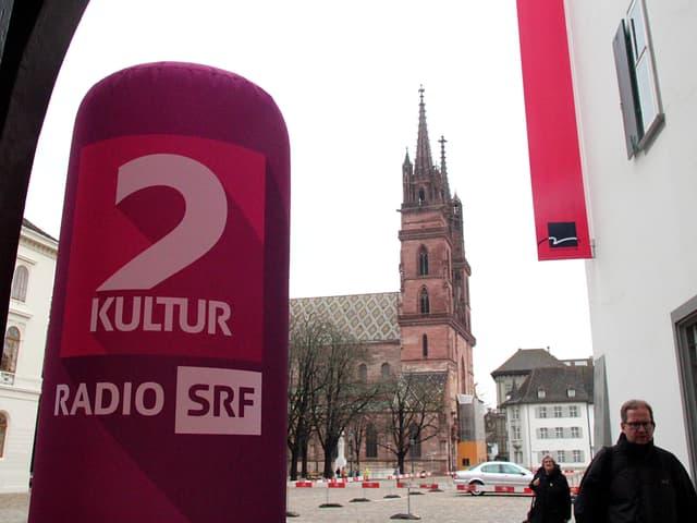 Logo von SRF 2 Kultur - im Hintergrund das Basler Münster.