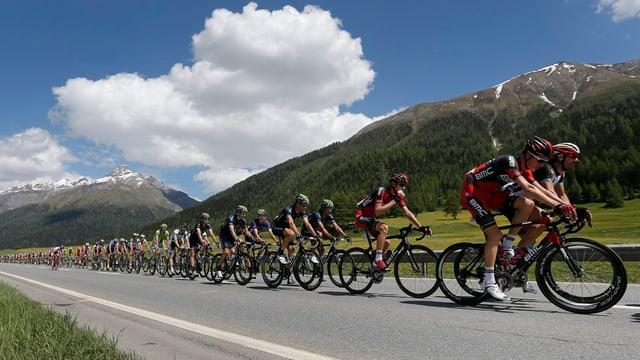 Der Tour-Tross durchquert die Schweiz.