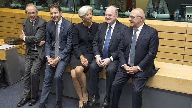 Plirs ministers da finanzas avant lur sesida a Brüssel.