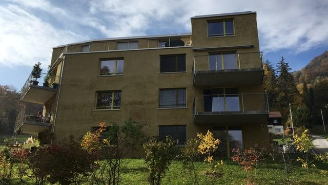 Das Allergikerhaus von aussen ähnelt einem ganz gewöhnlichen, relativ modernen Wohnblock.