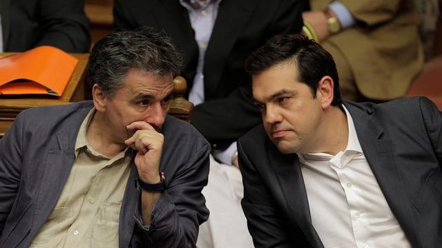 Tsakalotos und Tsipras im Parlament