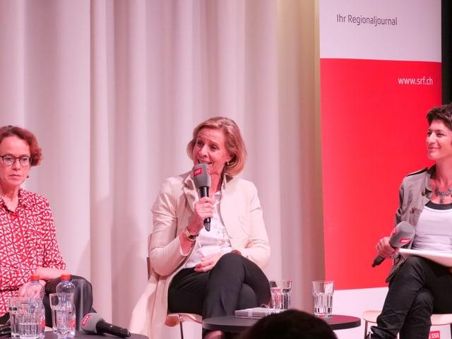 Patricia von Falkenstein mit Mikrophon