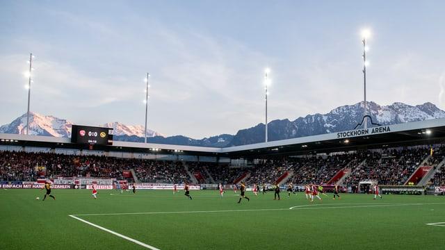 Die Stockhorn Arena in Thun während dem Berner Derby.