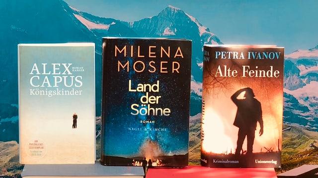 Die neuen Romane von Alex Capus, Milena Moser und Petra Ivanov stehen vor Eiger, Mönch und Jungfrau