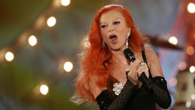 Die italienische Sängerin Milva bei einem Auftritt in Berlin (Archivbild).