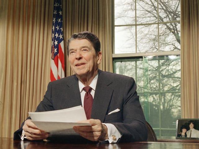 Porträt Reagan im Oval Office