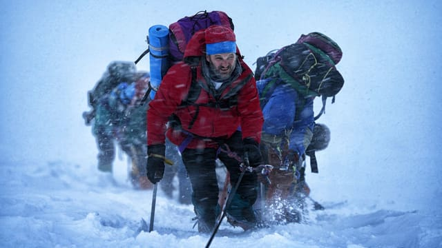 Bergstäger erklimmen den Mount Everest.