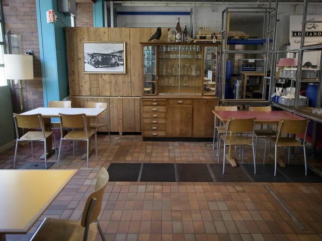 In Restaurants soll die Gruppengrösse pro Tisch von vier auf sechs Personen erhöht werden.