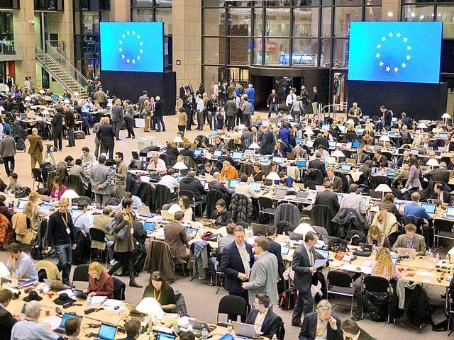 Raum voller Journalisten im EU-Hauptquartier in Brüssel.