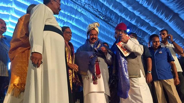Rajapaksa mit Anhängern