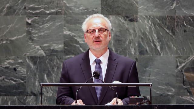 Egils Levits am Rednerpult der UNO in New York.