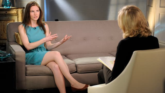 Knox während des TV-Interviews.
