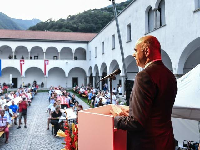 Bundesrat Alain Berset hält am 1. August 2020 im ehemaligen Augustinerkloster Monte Carasso im Tessin eine Rede.