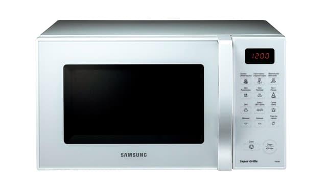 Eine Mikrowelle von Samsung, rechts: Türöffner, Digitalanzeige, Druckknöpfe.