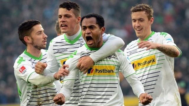 Gladbach überwintert nach einem 1:1 gegen Wolfsburg auf Rang 3.
