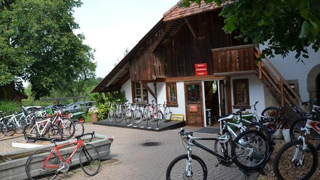 Zu sehen ist Thömus Veloshop in Oberried.