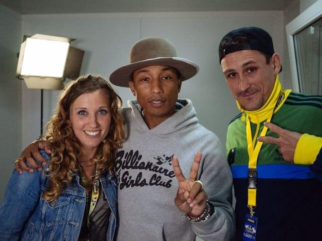 Ein Föteli war dann doch in Ordnung: Pharrell Williams mit Florence Fischer und Pablo Vögtli.