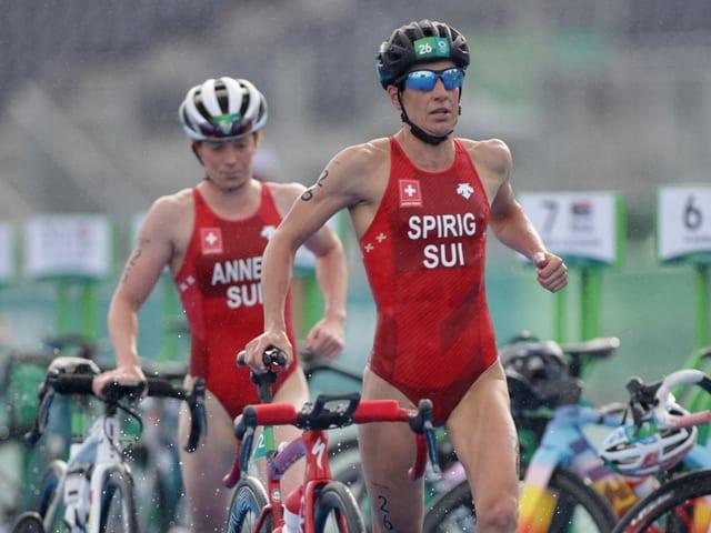 Jolanda Annen und Nicola Spirig wechseln im Triathlon aufs Rad.