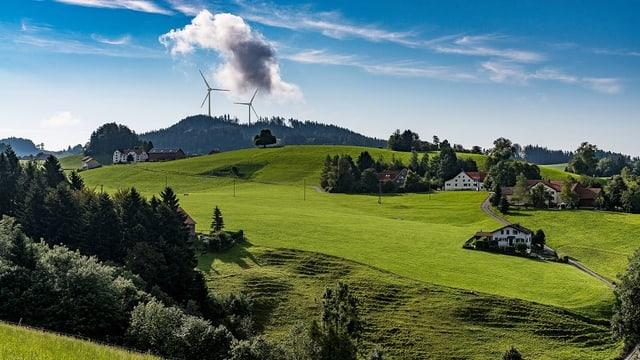 Bildmontage: Appenzeller Hügellandschaft mit zwei Windrädern.