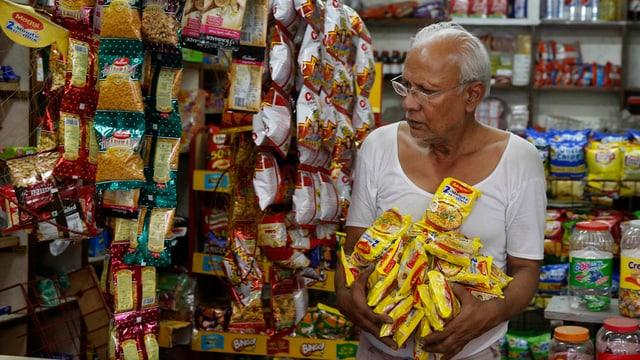 Vendider en l'India allontanescha ils tagliarins da Maggi.