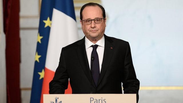 Il president franzos François Hollande durant in pled a Paris