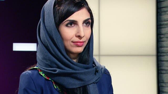 Die Afghanin Roya Mahboob mit Kopftuch im Fernsehstudio.