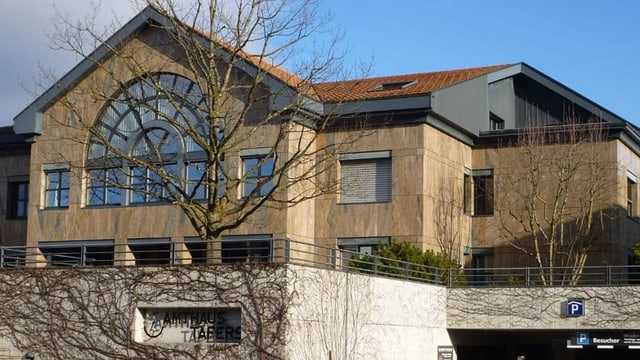 Bild des Amthauses Tafers, Sitz des Friedensgerichts.