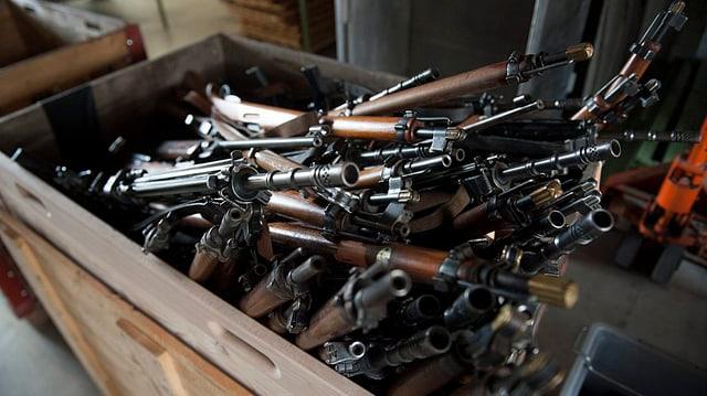 Waffen in einer Kiste