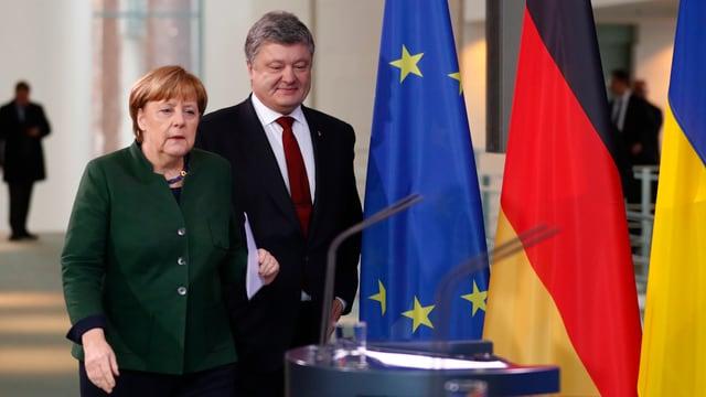 Angela Merkel und Petro Poroschenko bei einer Pressekonferenz.