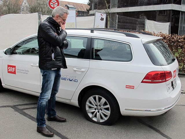 Dani Fohrler vor Auto