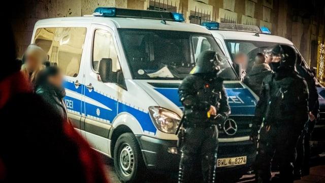 Folge der Kölner Übergriffe: Hohes Polizeiaufgebot am 1. Januar 2016 beim Schlossplatz in Stuttgart.