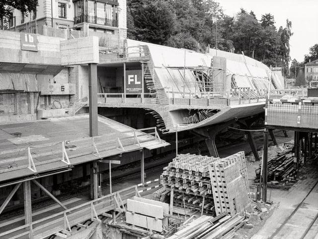 Die Baustelle Bahnhof Stadelhofen in Zuerich, aufgenommen am 17. August 1987.