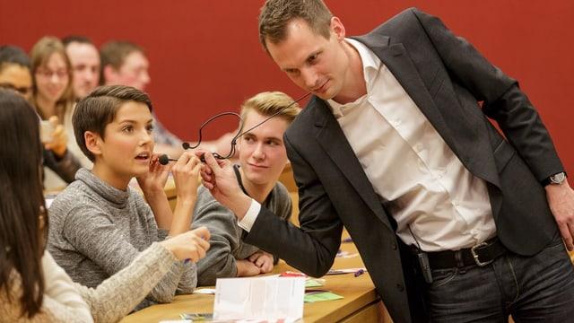 Jonas Projer und eine junge Frau aus dem Publikum.