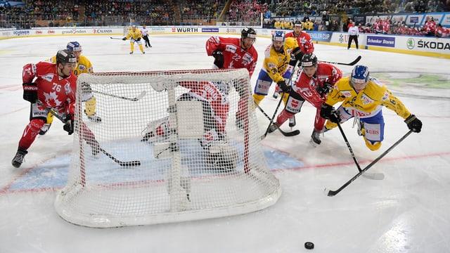 Blers giugaders da hockey avant il gol