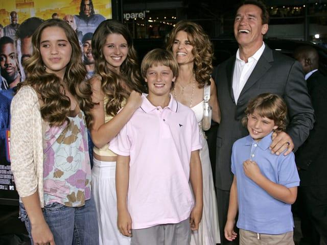 Arnold Schwarzenegger seine Frau Maria Shriver und die vier Kinder.