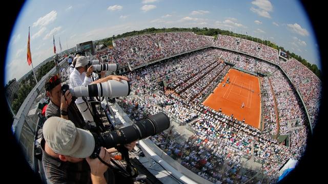 Fotografen auf dem Dach des Stadions Philippe Chatrier in Paris