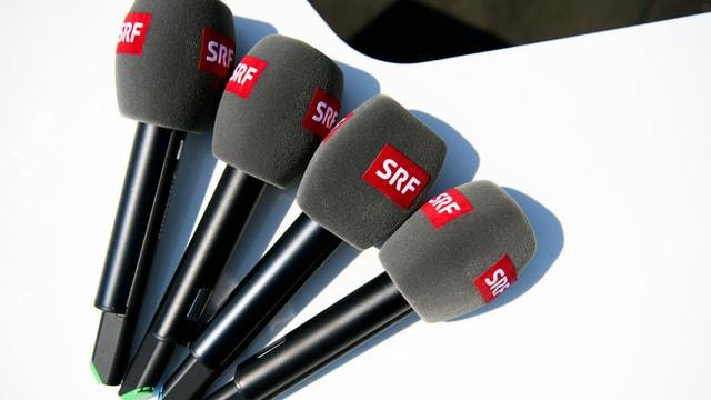 quatter microfons cun logo da SRF.