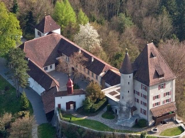 Luftaufnahme von Schloss Liebegg.