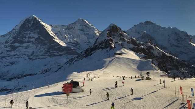 Auf dem Männlichen ist Skifahren möglich trotz Temperaturen um +5 Grad.