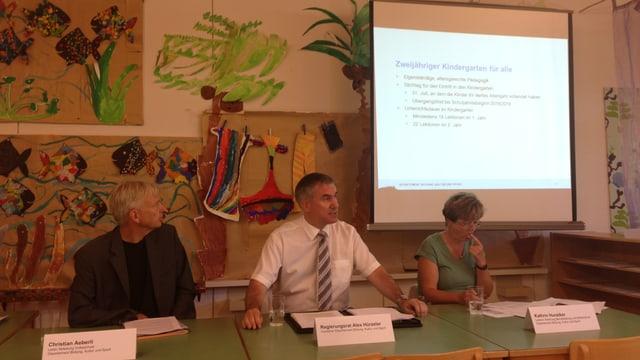 Bildungsdirektor Alex Hürzeler informiert im Telli-Kindergarten in Aarau über die Änderungen im neuen Schuljahr.
